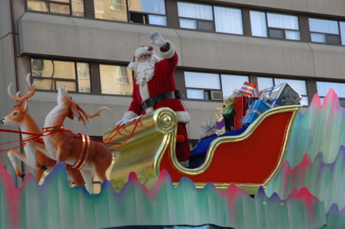 Santa_Claus_in_a_parade_in_Toronto_2007_dsc128